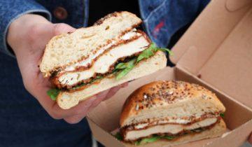 NAAN BURGER : notre tout premier burger au poulet pané