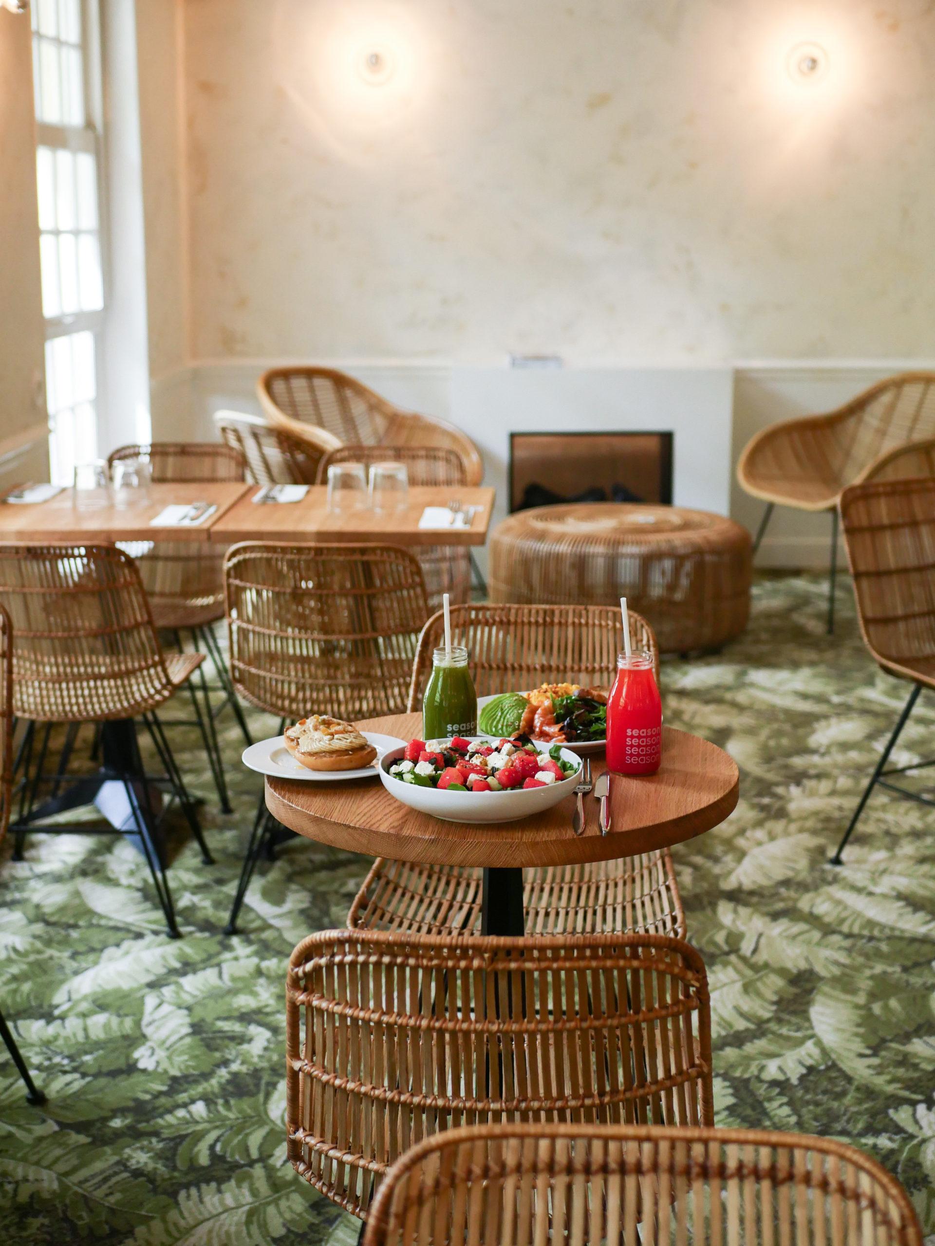 Déjeuner à l'étage du restaurant Season Martyrs